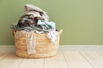 他の洗濯物と分け単独で洗う